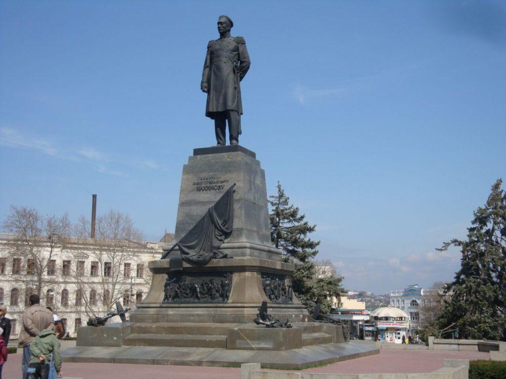 Памятник Нахимову